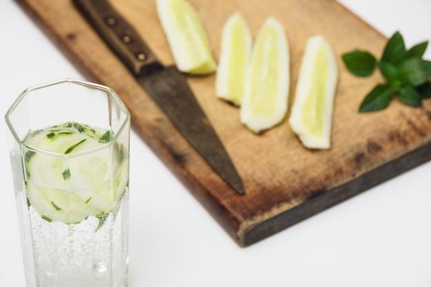 Tranches de citron et boisson