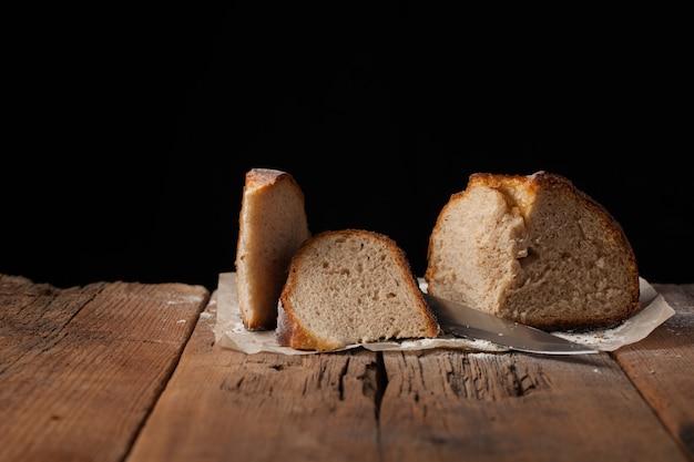Tranches de délicieux pain frais.