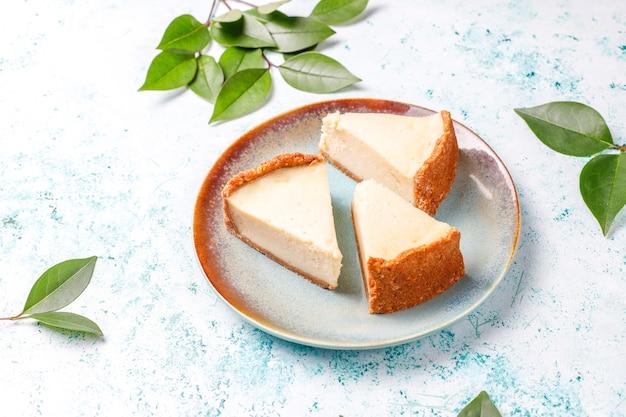 Tranches de gâteau au fromage maison de new york
