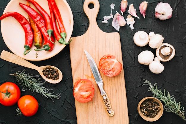 Tranches et légumes entiers