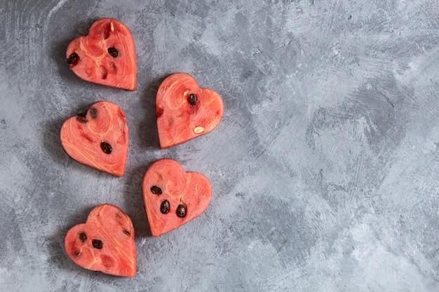 Tranches de melon d'eau en forme de coeur