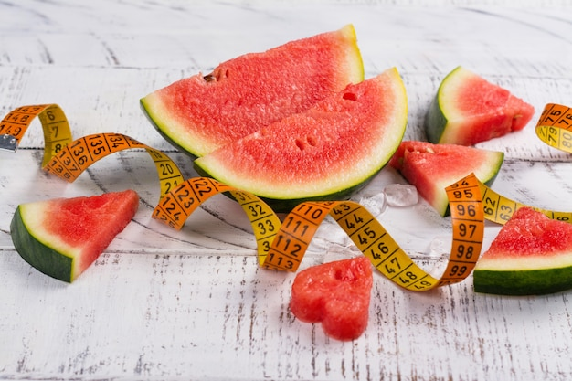 Tranches de melon d'eau mûres fraîches