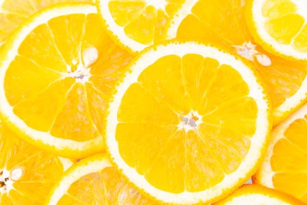 Tranches d'orange juteuses vue de dessus