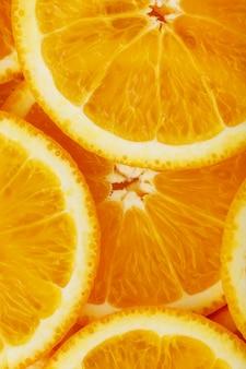 Tranches d'orange rondes, sous forme de texture et de lanternes de tranches juteuses fraîches