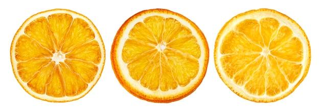 Tranches d'orange séchées isolés sur fond blanc avec un tracé de détourage