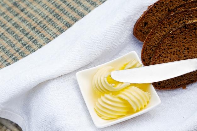 Tranches de pain et de beurre