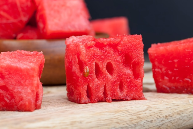 Tranches de pastèque mûre rouge close up