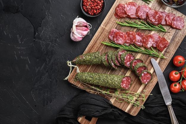 Tranches de saucisson fuet salami espagnol