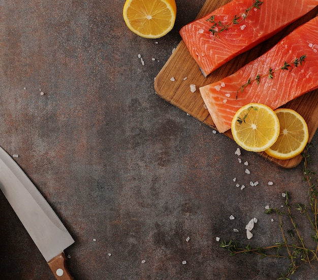 Tranches de saumon, aliments sains