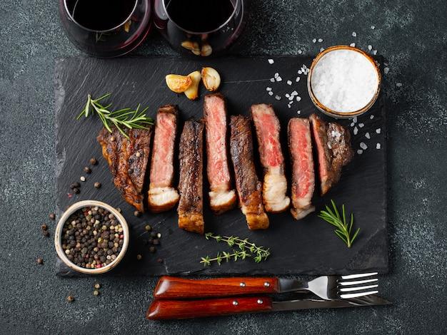 Tranches de steaks tranchées.