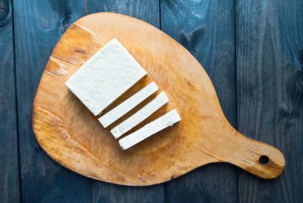Tranches de tofu cru