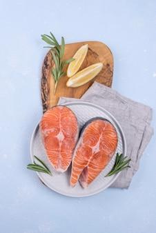 Tranches de tranches de saumon frais