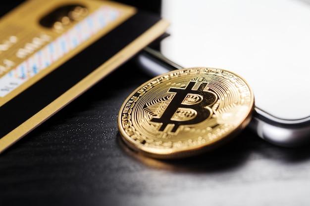 Le transfert du dollar du portefeuille à bitcoin sur le smartphone. blockchain.