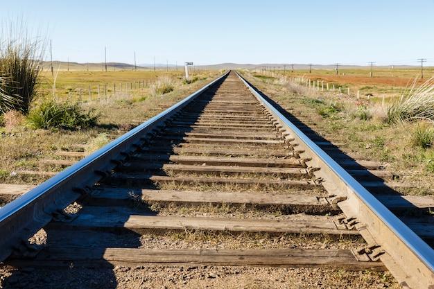 Transmongol railway, voie ferrée à voie unique dans la steppe