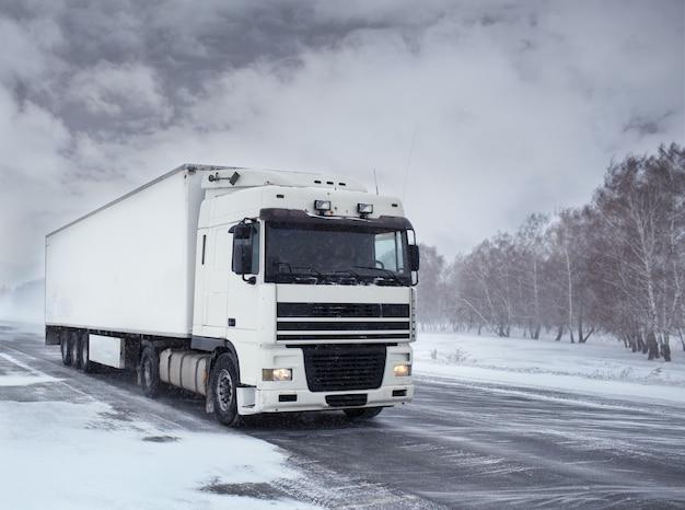 Transport hivernal de marchandises par camion