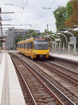 Les transports publics tramway u14 à stuttgart, allemagne