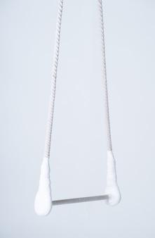 Trapèze aérien sur blanc