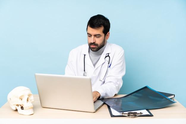 Traumatologue professionnel en milieu de travail
