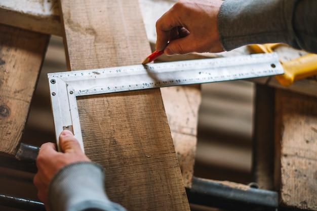 Travail de charpentier