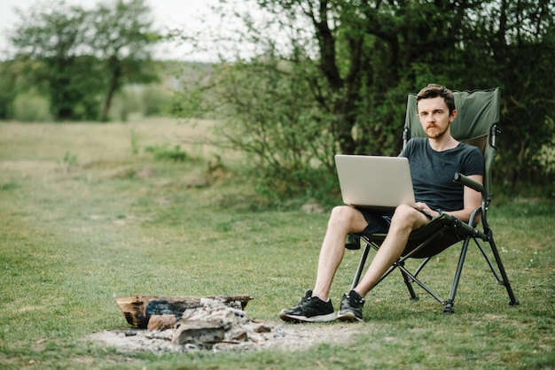 Travail à distance, activité de plein air en été