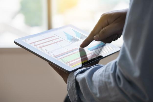 Travail dur analyse des données statistiques information technologie de l'entreprise