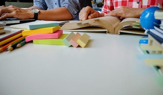 Travail d'équipe cahier amis communication réunion de travail