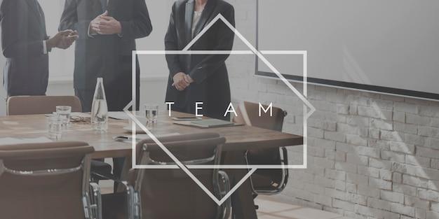 Le travail d'équipe de l'équipe partenaires organisation concept de coopération