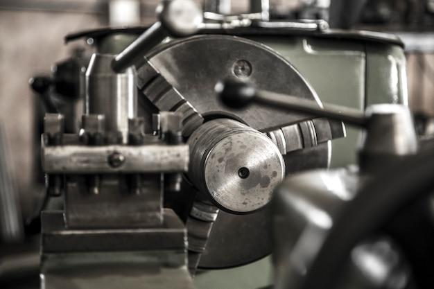 Travail de machine de tour d'industrie