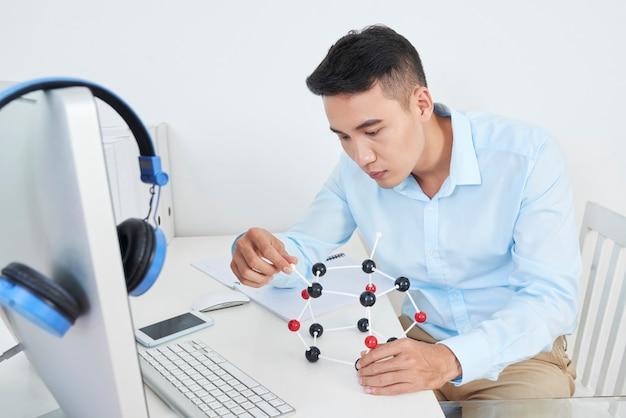 Travail sur un projet de chimie