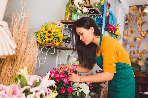 Travailler au magasin de fleurs