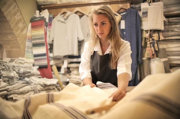 Travailler dans un magasin de tissu
