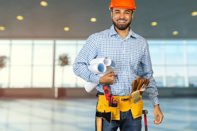 Travailleur de la construction sur chantier