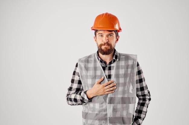 Travailleur homme industrie de la construction travail main gestes fond clair