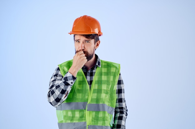 Travailleur en uniforme de travail profession de bâtiment de construction studio. photo de haute qualité