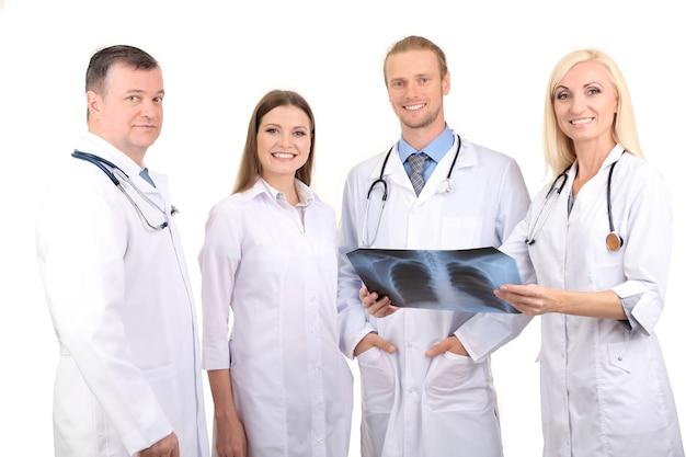 Travailleurs médicaux isolés sur blanc