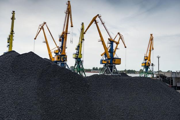 Travaux au terminal de transbordement du charbon du port