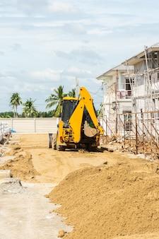 Travaux de mini-pelles sur chantier