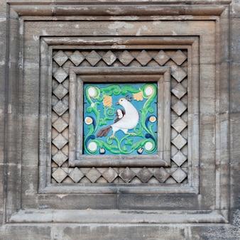 Travaux de mosaïque sur le mur de l'église du sauveur sur le sang versé, saint-pétersbourg, russie