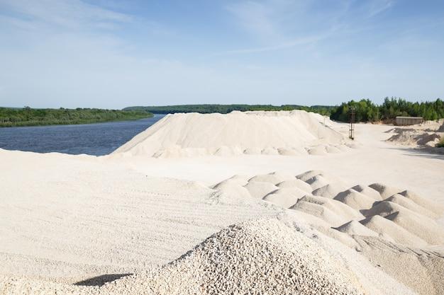 Travaux pour développer un gravier calcaire