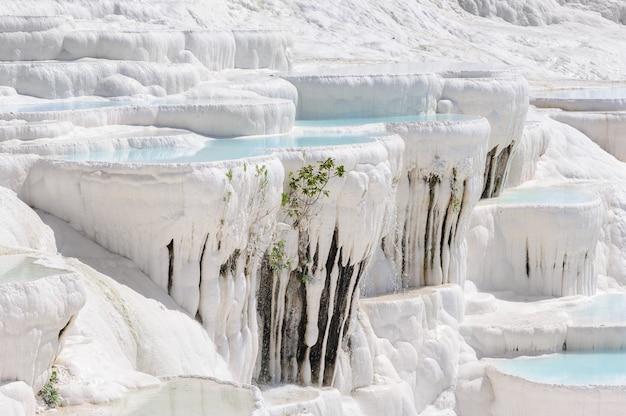 Travertin piscines et terrasses à pamukkale, turquie
