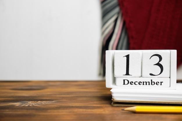 Treizième jour du calendrier du mois d'hiver décembre avec espace de copie.