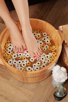Trempage des pieds avant le massage