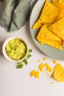 Tremper des chips de nacho