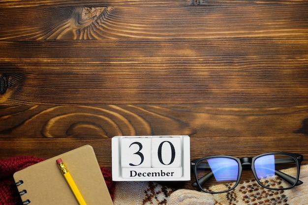Trentième jour du calendrier du mois d'hiver décembre avec espace de copie.