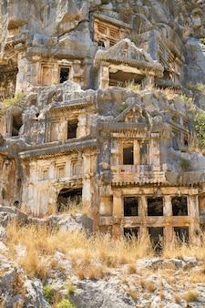 Très vieilles maisons gâtés par le passage du temps