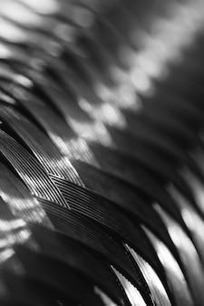 Tressage de fil métallique en macro. texture détaillée en acier se bouchent. fond métallique idéal avec espace copie. modèle brillant.