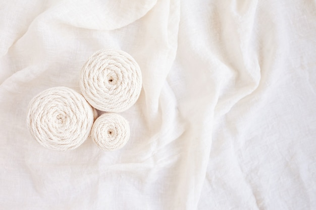 Tressage en macramé à la main et fils de coton image idéale pour les bannières et la publicité en macramé et artisanat