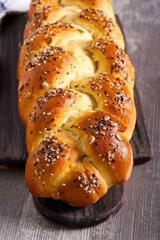 Tresse de pain de graines à bord