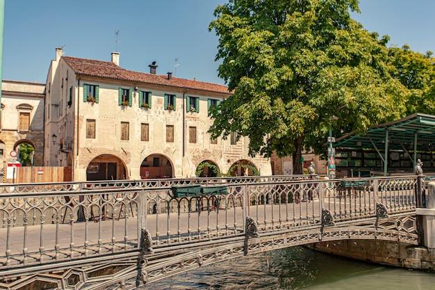 Treviso, italie 13 aot 2020 : isola della pescheria, île du marché aux poissons en anglais, à trévise en italie