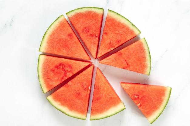 Triangles de pastèque formant un cercle